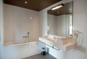 A bathroom at Hotel Bornholm
