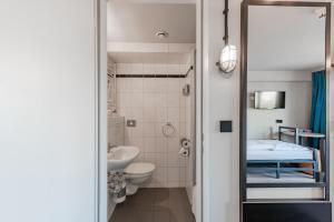 Ein Badezimmer in der Unterkunft a&o Hamburg City