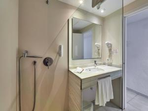 Een badkamer bij BQ Alcudia Sun Village