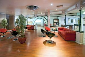 The fitness center and/or fitness facilities at Hotel The Originals Boutique Rosny Golf