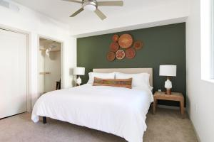A bed or beds in a room at Sonder — Central Corridor