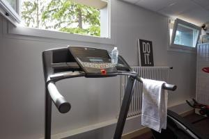 Das Fitnesscenter und/oder die Fitnesseinrichtungen in der Unterkunft Hotel De La Pommeraie