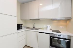A kitchen or kitchenette at Naujoji Karkle