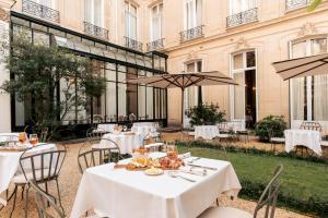 Um restaurante ou outro lugar para comer em Hôtel Alfred Sommier