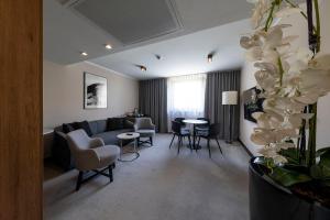 Część wypoczynkowa w obiekcie Ilonn Hotel