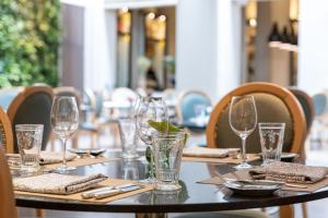 A restaurant or other place to eat at Palais Hansen Kempinski Vienna