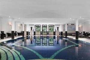Der Swimmingpool an oder in der Nähe von Schlosshotel Berlin by Patrick Hellmann