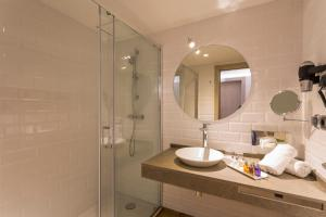 A bathroom at Grand Palladium White Island Resort & Spa - All Inclusive