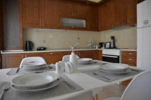 A kitchen or kitchenette at Yellow Fresh Apartment-City Center