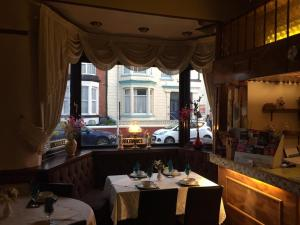 A restaurant or other place to eat at Fortuna House Hotel