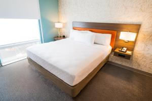 A bed or beds in a room at Home2 Suites by Hilton Las Vegas City Center