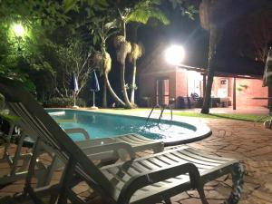 The swimming pool at or close to Lindo sítio próximo a Porto Alegre