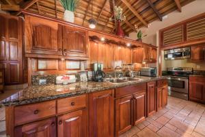 A kitchen or kitchenette at Coco Beach Resort