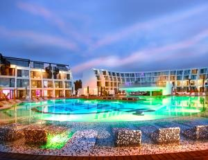 Piscina di Hard Rock Hotel Ibiza o nelle vicinanze