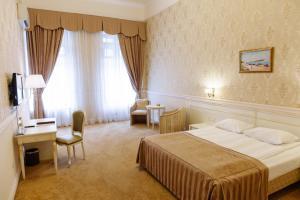 Ein Bett oder Betten in einem Zimmer der Unterkunft Londonskaya SPA Hotel