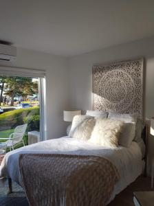 A bed or beds in a room at Cowes Partner Retreat - Beachfront