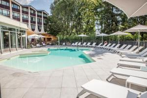 The swimming pool at or near Mercure Beaune Centre