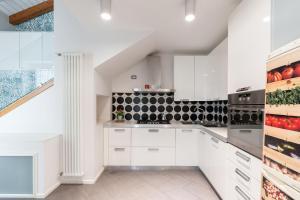 A kitchen or kitchenette at Starhost - CASA MASU'