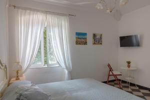 A bed or beds in a room at La BRIGNA B&B Il bosco sul mare