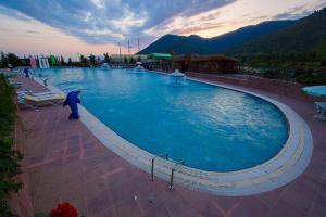 A piscina localizada em Emins Guest House ou nos arredores