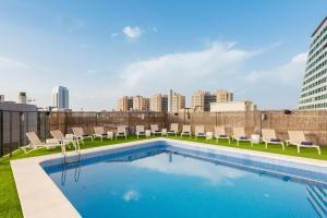 Der Swimmingpool an oder in der Nähe von Eurostars Rey Don Jaime