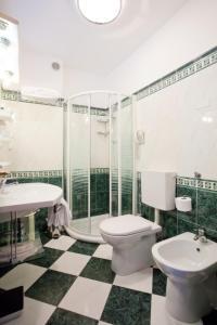 Koupelna v ubytování Hotel Savoy