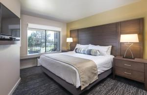 A bed or beds in a room at WorldMark Eagle Crest