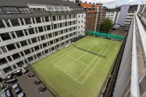 Instalaciones para jugar a tenis o squash en ProfilHotels Mercur Hotel o alrededores