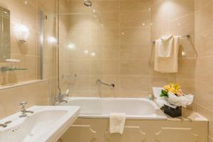 A bathroom at Coombe Abbey Hotel