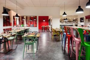 Restaurant ou autre lieu de restauration dans l'établissement Ibis Styles Lyon Villeurbanne Parc de la Tête d'Or