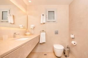 A bathroom at Horizon Beach Resort