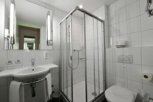 A bathroom at Hotel & Restaurant STERNEN MURI bei Bern