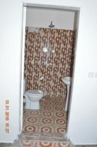 A bathroom at sukuta nema guest house