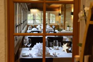 A restaurant or other place to eat at Hotel & Restaurant STERNEN MURI bei Bern