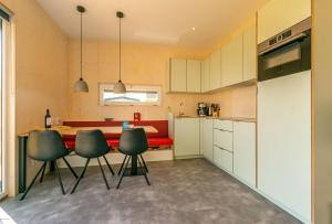 A kitchen or kitchenette at De Lepelaar
