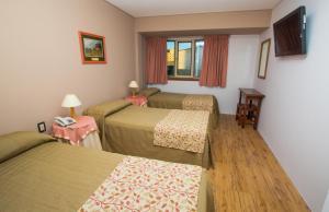 Una cama o camas en una habitación de Grand Hotel Bariloche
