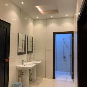 Um banheiro em Al Taif Villas