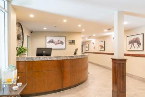 The lobby or reception area at Falcon Crest Lodge by CLIQUE