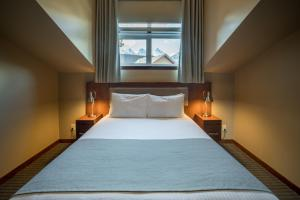 A bed or beds in a room at Falcon Crest Lodge by CLIQUE