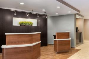 The lobby or reception area at Courtyard by Marriott Dayton North