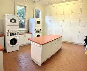 A kitchen or kitchenette at Hub Hostel