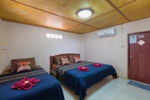 Ein Bett oder Betten in einem Zimmer der Unterkunft Family Song Koh Lipe