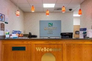 The lobby or reception area at Quality Inn I-70 Near Kansas Speedway