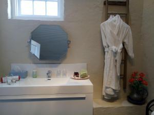 A bathroom at Faversham House