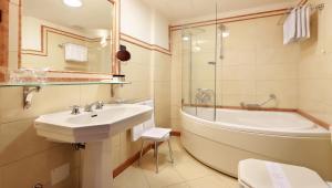 A bathroom at Arbiana Heritage Hotel