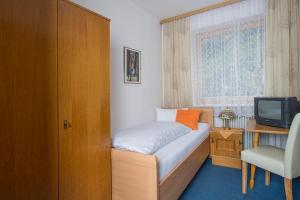 Ein Bett oder Betten in einem Zimmer der Unterkunft Pension Anneliese