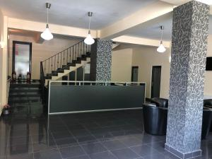 The lobby or reception area at Pensiunea Platinum