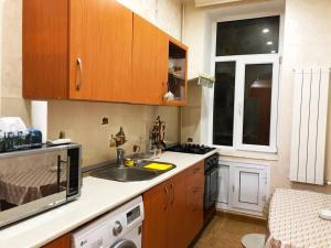 A cozinha ou cozinha compacta de Apartament two room in Torqovy