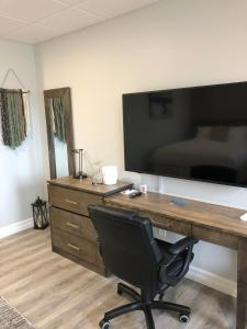 A television and/or entertainment centre at Ocean View Hotel