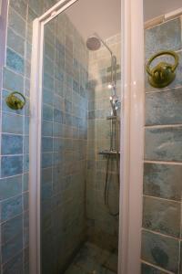 A bathroom at Les Bastides de l'Auviduery